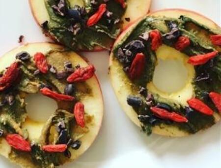 spirulina apple ring snack