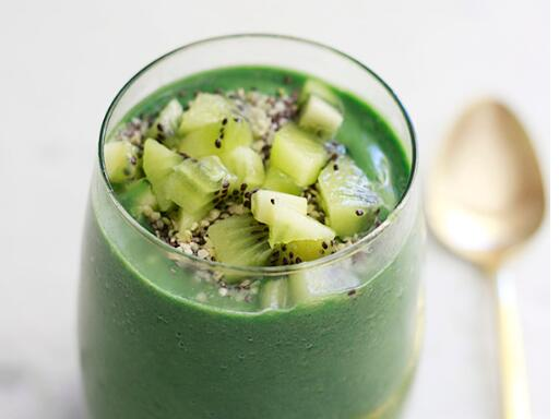 FRUITY SPIRULINA SMOOTHIE